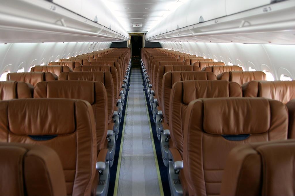 Boeing 717-200 Interior - Cabin   FlyRadius on