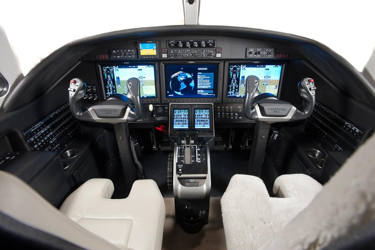 Cessna Citation M2 Cockpit - Flight Deck | FlyRadius