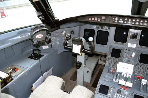 Bombardier CRJ700 Cockpit Flight Deck Photo