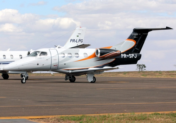 Embraer Phenom 100 Specifications - Dimensions Page Photo
