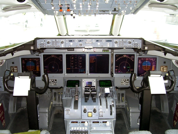Boeing 717-200 Cockpit or Flight Deck Photo