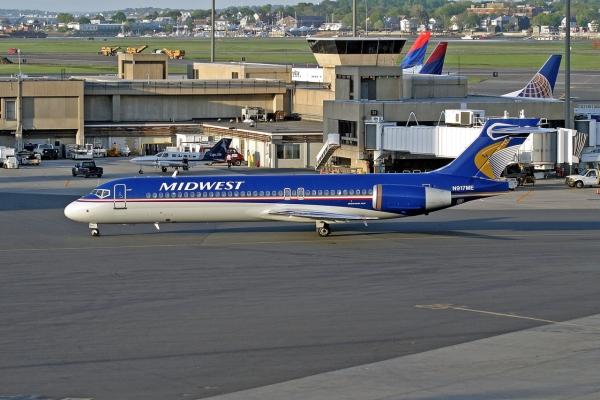 A Boeing B712 Aircraft Photo