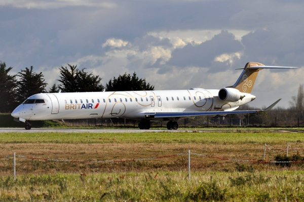 Bombardier CRJ1000 Operators Page Photo