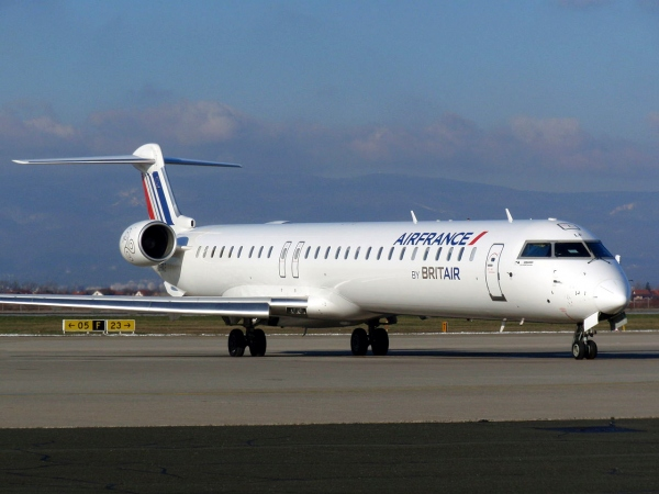 Bombardier CRJ1000 Specifications Page Photo