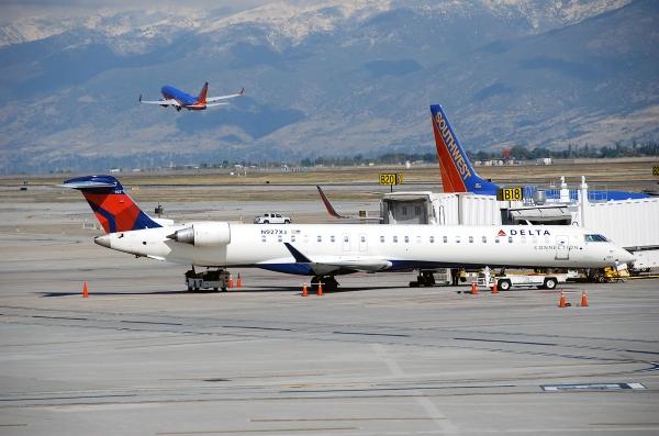 Photo of a Delta CRJ900, Not a Delta CRJ1000