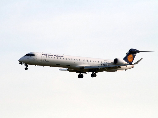An Image of a Lufthansa CRJ900, Not a CRJ1000