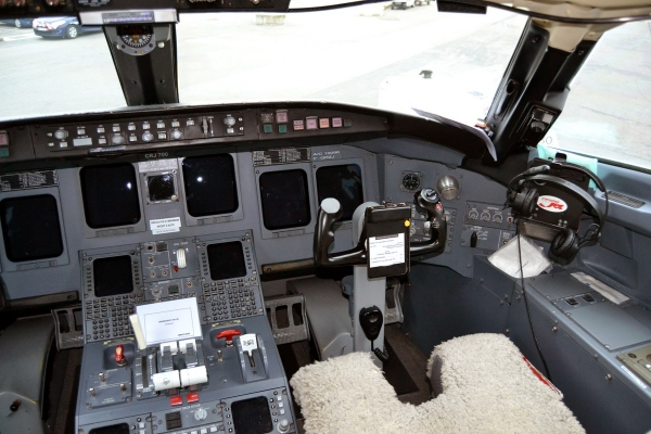 Bombardier CRJ700 Flight Deck Photo