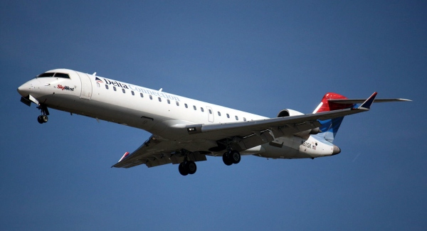 A Bombardier CRJ700 Landing Gear Photo
