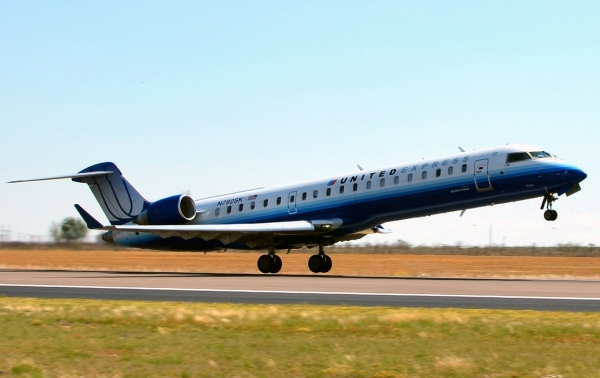 Bombardier CRJ700 Specifications Page Photo