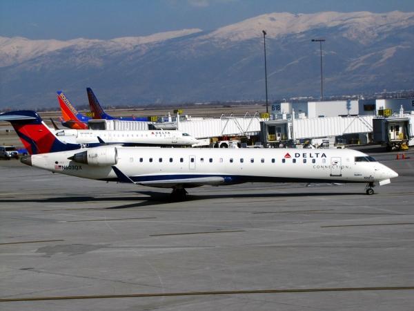 Delta CRJ700 Photo