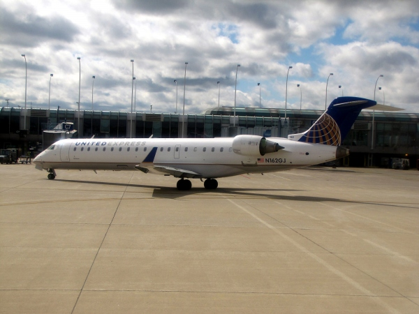 United Express CRJ700 Photo