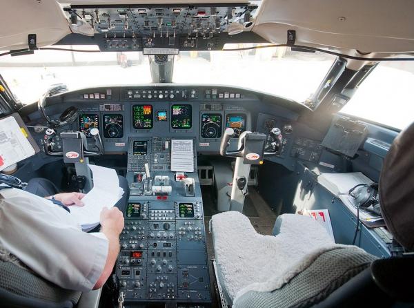 Bombardier CRJ900 Cockpit - Flight Deck Photo