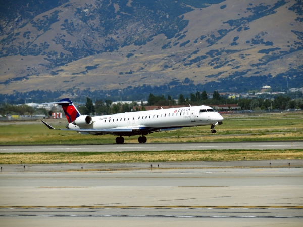 Bombardier CRJ900 Landing Gear Page Photo