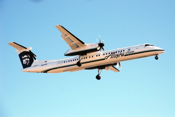 A Bombardier Q400 Alaska Airlines Horizon Air Aircraft Photo