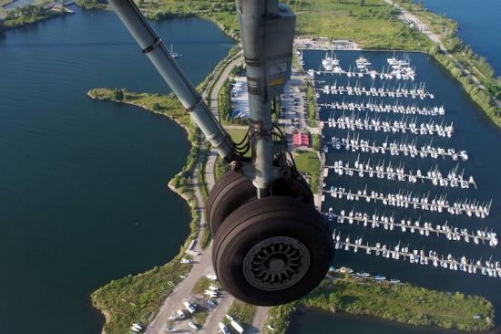 Bombardier Q400 Landing Gear Landing at Toronto City Center Airport