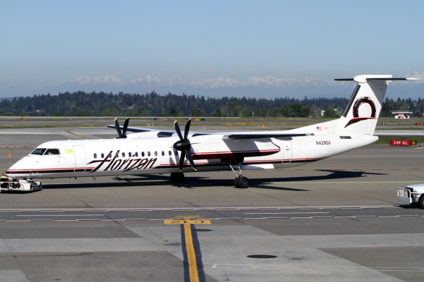 Bombardier Q400 Horizon Air Livery Photo