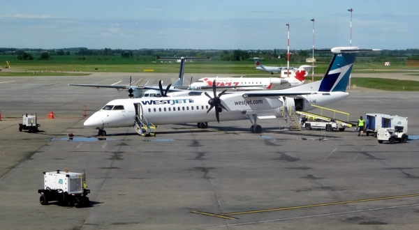 Bombardier Q400 WestJet Encore Photo