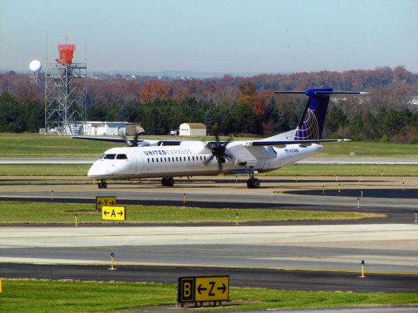 United Express Q400 Photo
