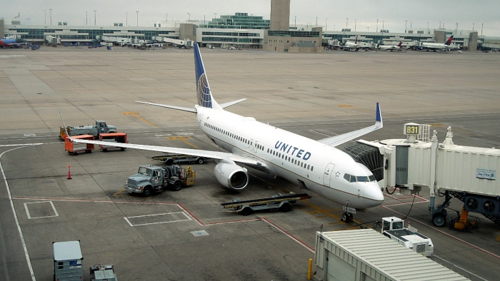 United Airlines Boeing 737-800 at Denver International Airport