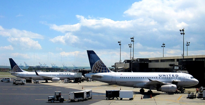 A photo of Two United Airlines Connection Flights at Newark KEWR for a Boeing 737-800 and an Airbus A319